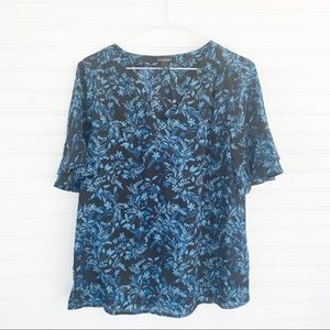 Dressy floral bell sleeve blouse Size M